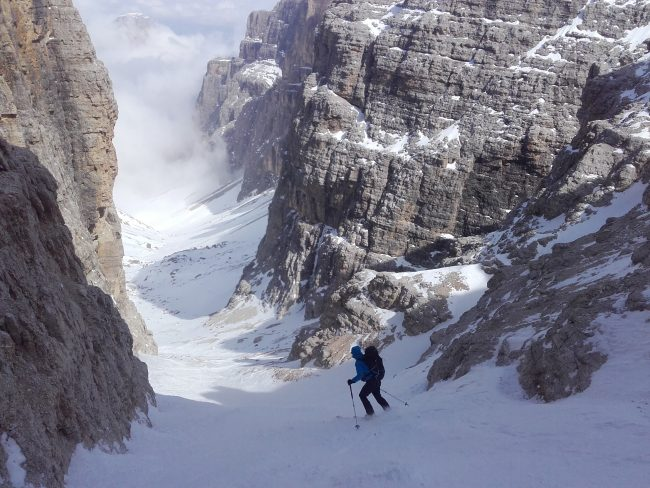 L'entrée à ski du canyon du Val di Mesdi.