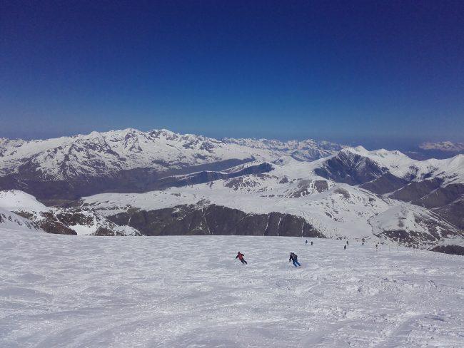 Ski sur la Grave avant un raid à ski dans les Ecrins.
