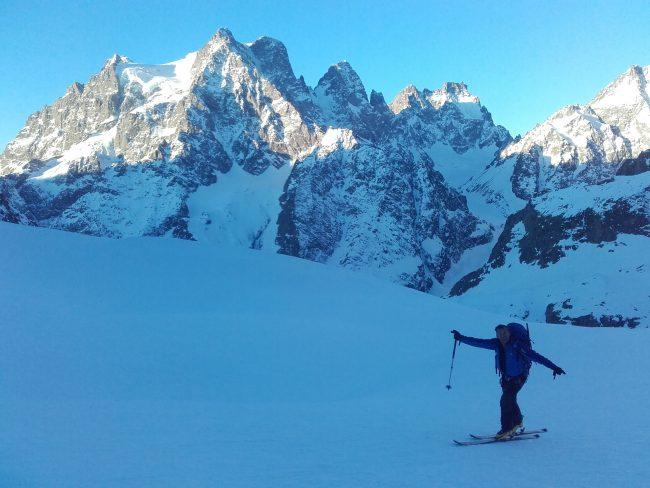 Montée au col du Monetier en ski de randonnée.