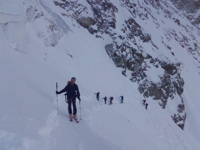 La montée en ski du glacier de la Grande Ruine.