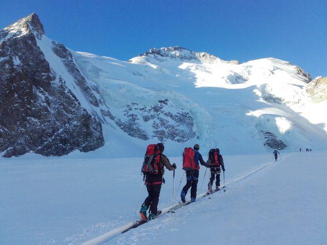 Raid à ski dans le massif des Ecrins.