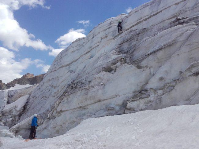 Escalade de séracs sur le glacier de la Girose.