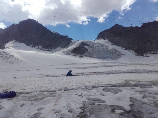 Moufflage suite à une chute en crevasse sur le glacier de la Girose.