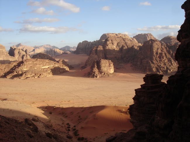 Déert de sable et de roc de Wadi Rum an Jordanie.