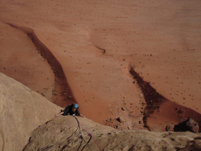 Escalade dans le désert de Wadi Rum.