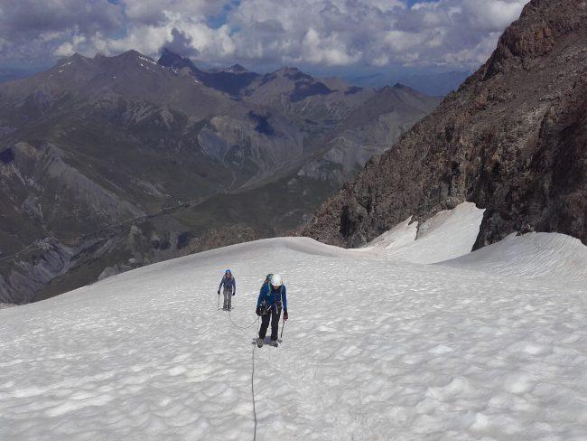 Montée au refuge de l'aigle sur le glacier du tabuchet.
