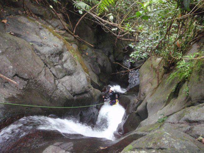 La rivière Tiga en canyoning en Guadeloupe.