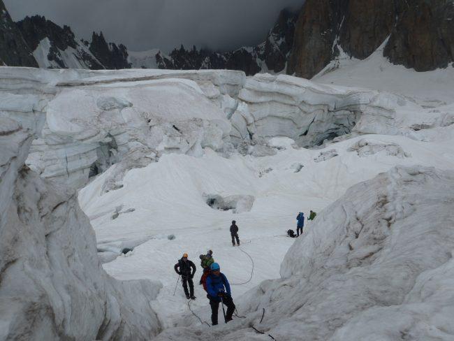 La traversée de la vallée blanche en alpinisme.