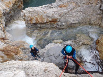 Rappel dans le canyon du Fournel vers Briançon.