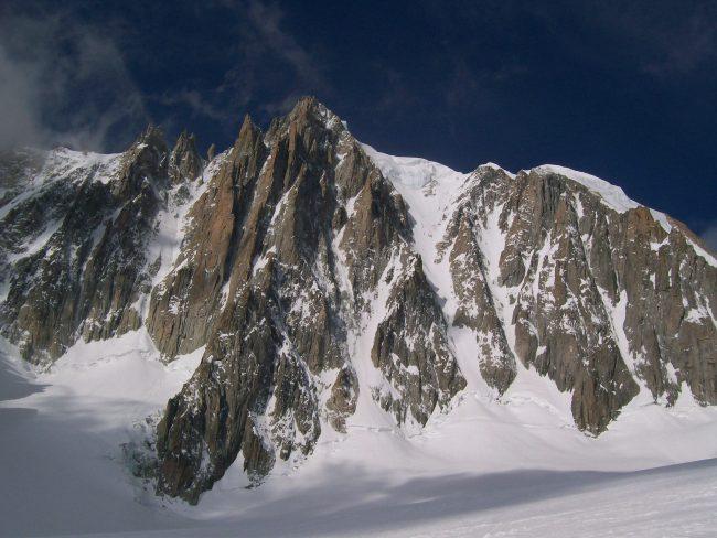 Le mont blanc du tacul vu de la vallée blanche.
