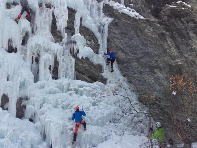 1er jour: découverte de l'escalade sur glace à Aiguilles