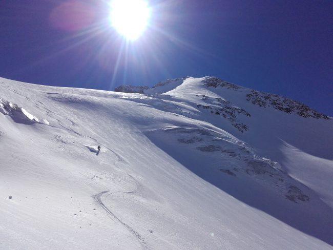 Ski poudreuse sur le glacier des agneaux.