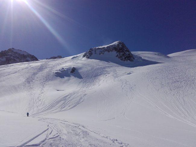 Ski poudreuse sur le glacier de la Girose.