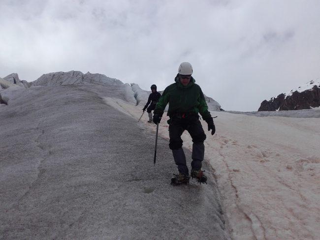 Cramponnage sur le glacier blanc.