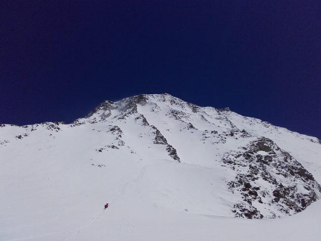 L'aiguille du Goûter bien en neige.