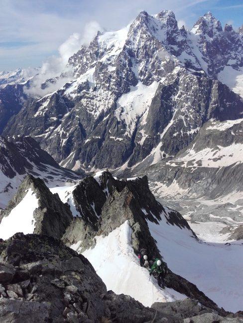 Alpinisme peu difficile dans les Ecrins.