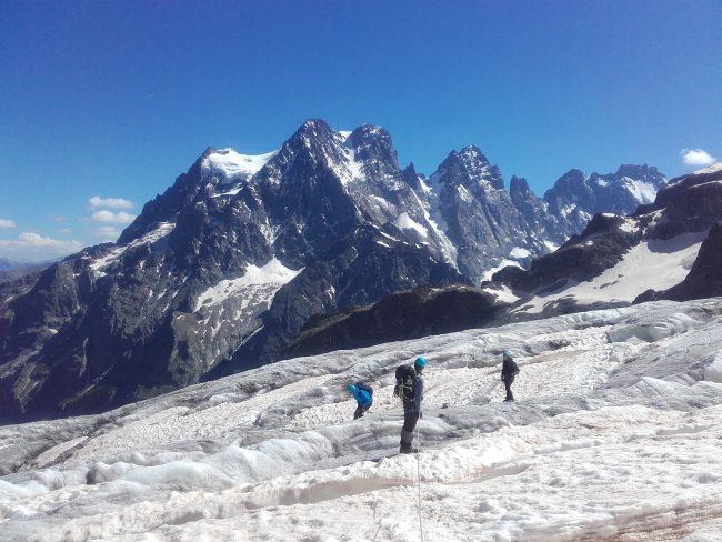S'ensuit une école de glace et une randonnée glaciaire.