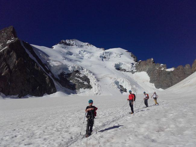 Stage initiation à l'alpinisme dans les Ecrins.