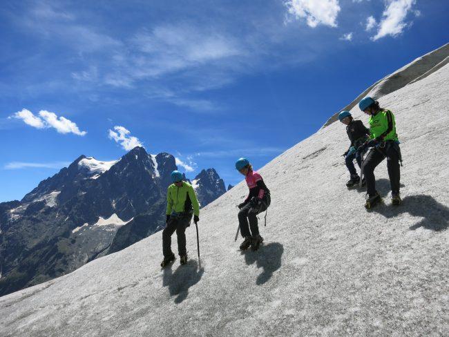 Cramponnge 10 pointes au glacier Blanc face au pelvoux.