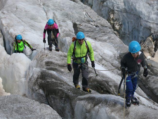 balade dans les crevasses du glacier blanc.