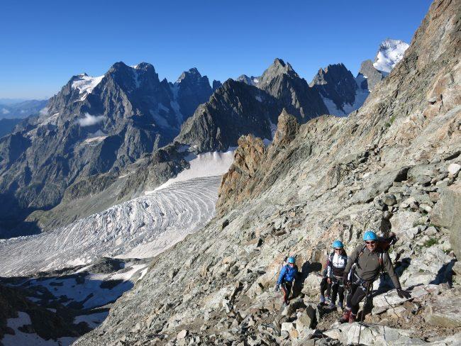Le Glacier Blanc, la barre des ecrins et les faces nord du glacier Noir.