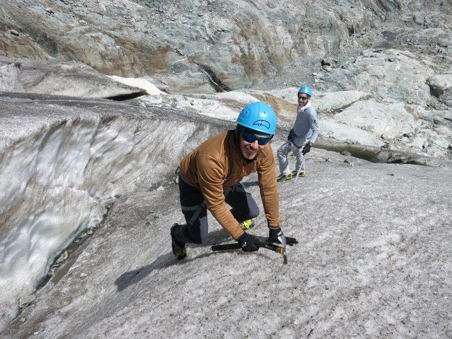 Ecole de glace et cramponnage sur le glacier blanc.