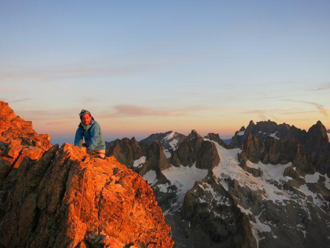 Lever de soleil au sommet de la roche faurio.