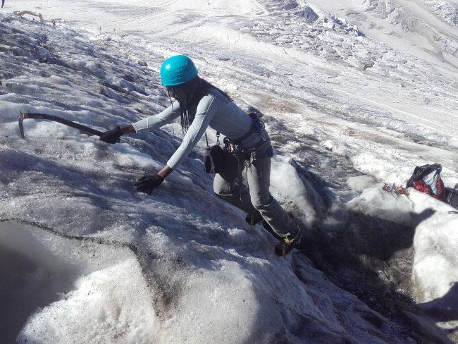 Cramponnage sur le glacier de la Girose.