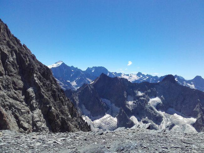 Belle vue du sommet du Dôme de la Lauze.
