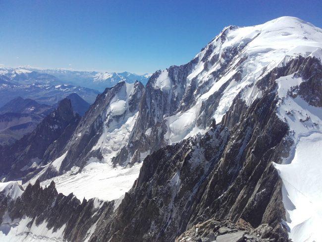 L'arête de Peuterey et le Mont Blanc vu du Mont blanc du Tacul.