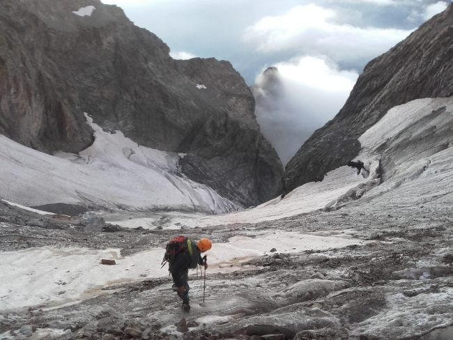 Approche sur le glacier des Bans en face sud.