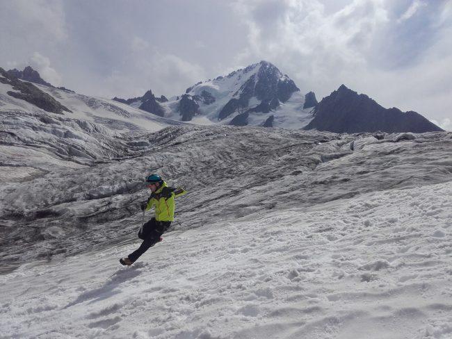 Ecole de neige sur le glacier du Tour.