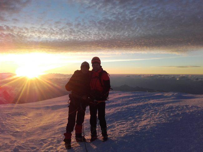 Sommet du Mont Blanc au lever du jour.