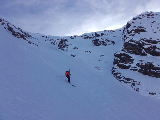 Ski du couloir NW de la pointe des Avers.
