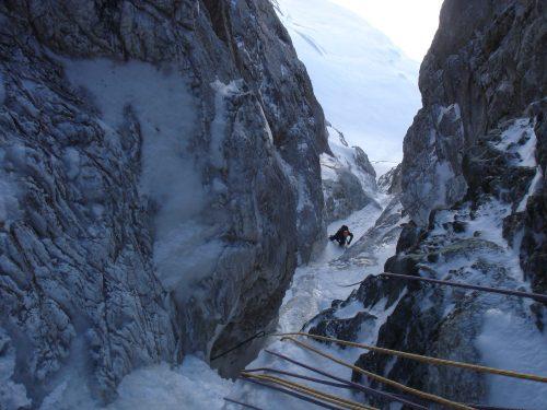 Stage alpinisme en hiver dans les Pyrénées.
