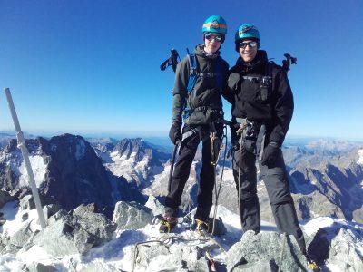 Sommet de la barre des ecrins en stage alpinisme.