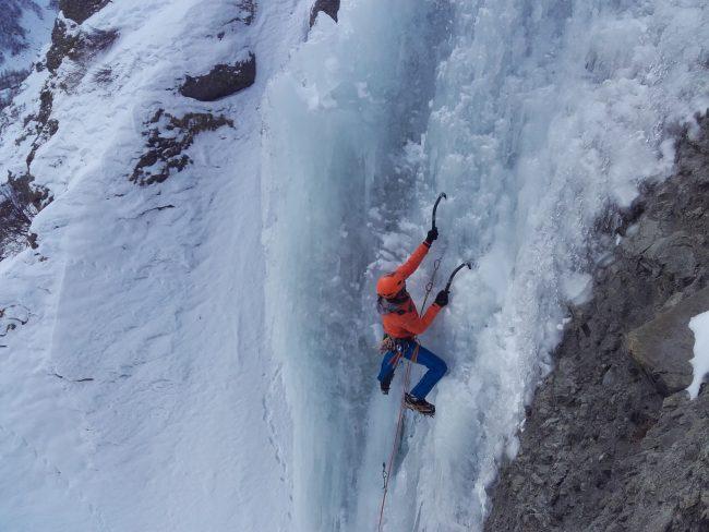 Cascade de glace du géant des tempetes au Fournel.