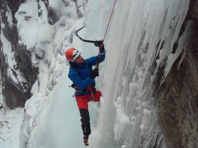 Stage cascade de glace dans les Ecrins.