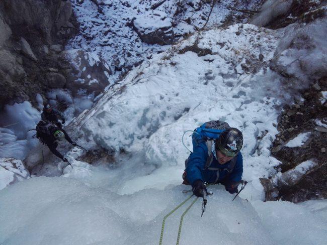 Grimpe sur glace dans le torrent de Queyrieres.