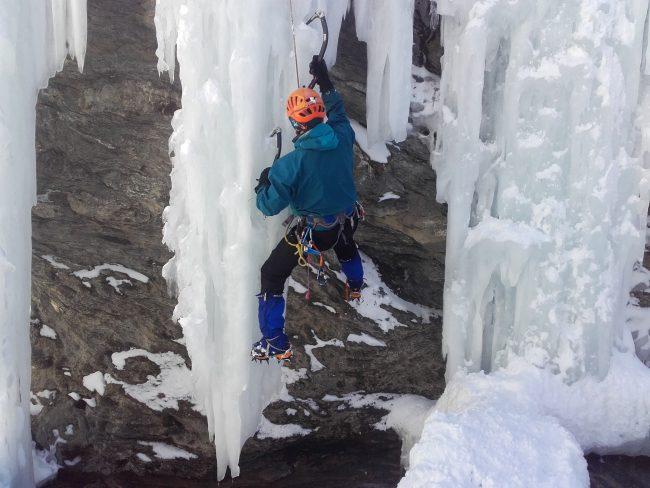 Stalactite sur la cascade de glace d'Aiguilles.