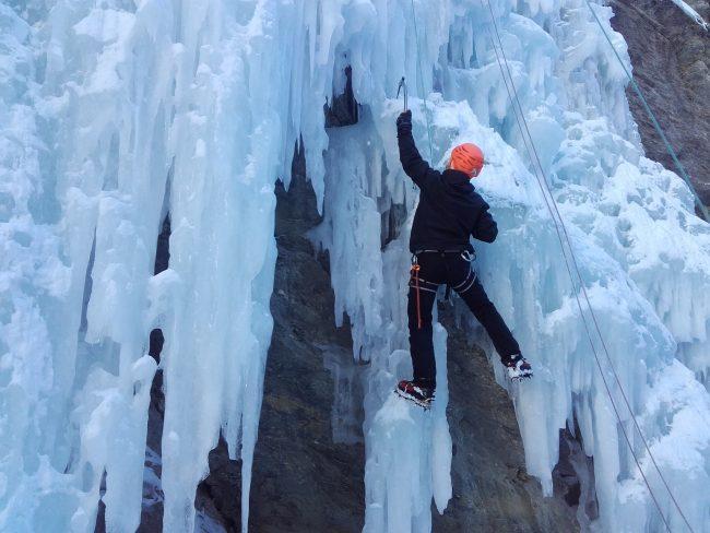Stage 5 jours cascade de glace dans les Ecrins.