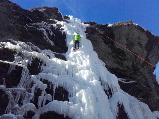 La grande cascade de glace d'Aiguilles.