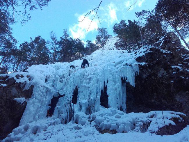 Escalade sur glace à Briançon à la shappe.