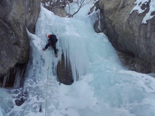 Petite longueur de glace fort jolie à Ceillac.