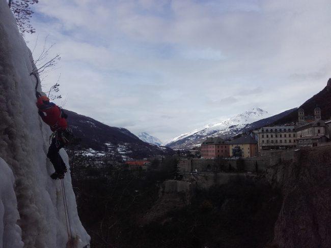 Cascade dans la ville de Briançon.