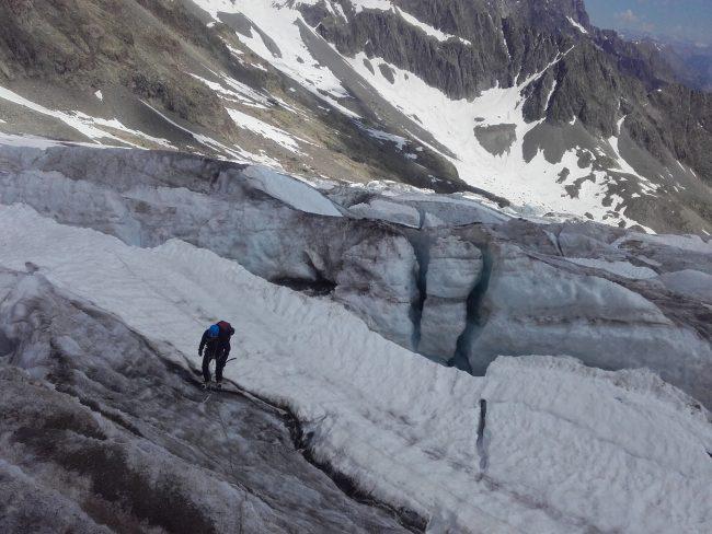 La remontée du glacier Blanc jusqu'au refuge des Ecrins.