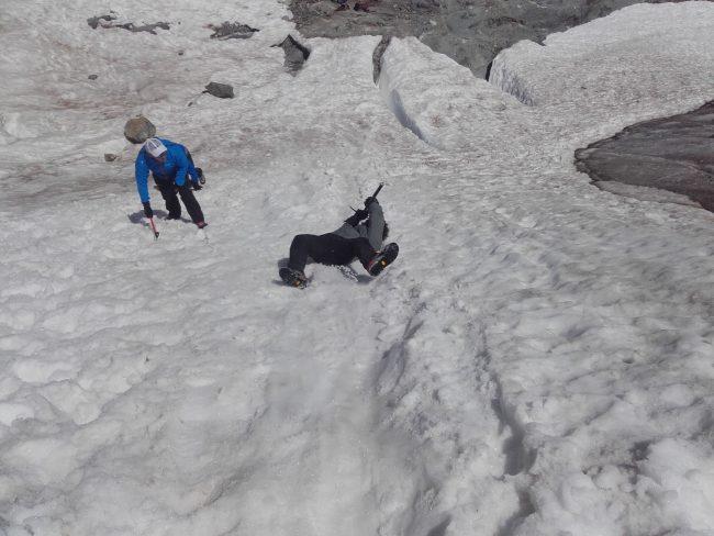 Ecole de neige et glissade sur le glacier blanc.