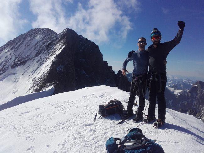 Trop content d'arriver au sommet du Dôme des Ecrins.