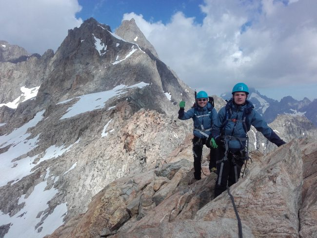 Petit parcours d'arête facile avant d'arriver au pic du Glacier d'Arsine.