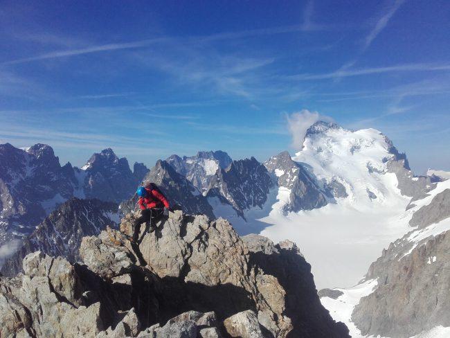 Belle vue du sommet du pic de neige Cordier.